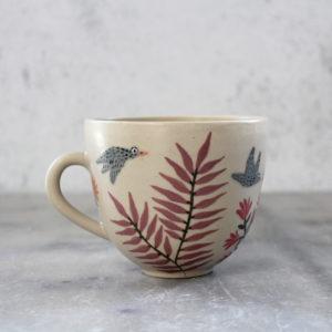 Tasse en grès paresseux et oiseaux gris feuillage décorée à la main