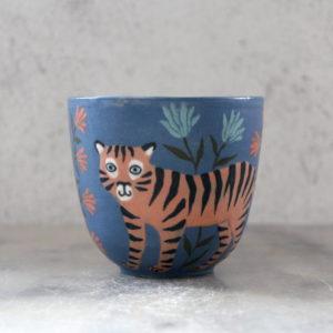 Gobelet tigre bleu nuit et fleurs