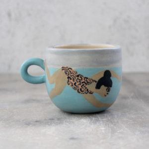 tasse baigneuse en grès illustrée au pinceau avec des engobes