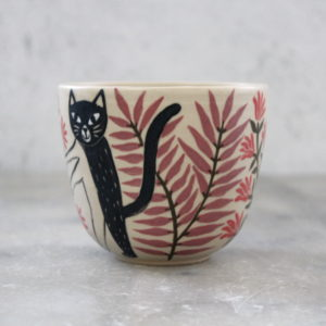 Gobelet chat noir au feuillage violet